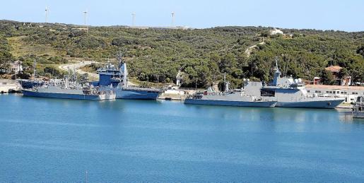 Algunos de los buques atracados en la Estación Naval de Maó, que han participado en el 'Spanish Minex-19