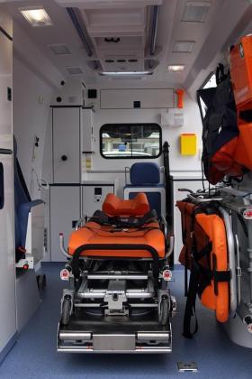El joven resultó herido y trasladado a un hospital.