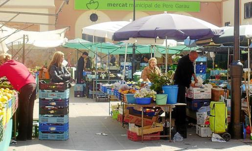 En la imagen se observa el mercado de la plaza de Pere Garau.