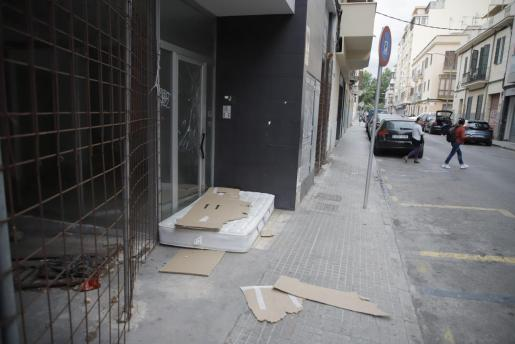 El colchón abandonado en la calle Margarita Caimari de Palma.