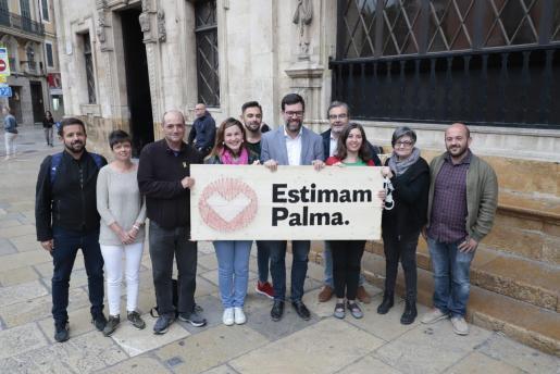 Antoni Noguera y Neus Truyol con otros integrantes de la candidatura Més per Palma-Estimam Palma.