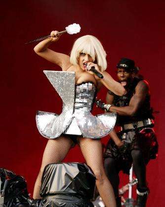 Lady Gaga nos tiene acostumbrados a sus modelitos imposibles.