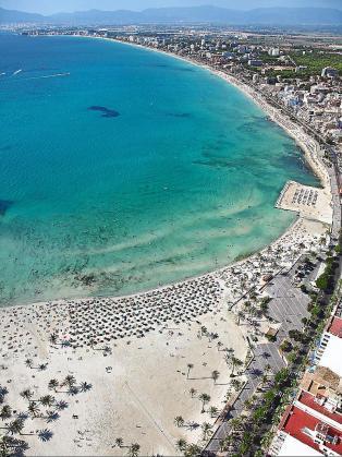 La Comissió de Medi Ambient restringió algunas previsiones del PIAT: señaló que no podrían concederse nuevas plazas tanto hoteleras como de alquiler vacacional en las zonas turísticas saturadas, como Platja de Palma (foto), Cala Millor o Magaluf.
