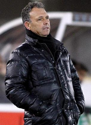 El téncico del Real Mallorca, Joaquín Caparrós, durante un partido.