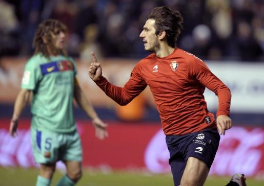 """El delantero serbio de Osasuna, Dejan Lekic """"Leka"""", celebra su primer gol frente al FC Barcelona."""