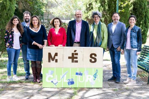 Fotografía de grupo en el acto de campaña de Més per Mallorca.