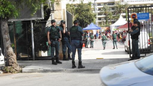 El despliegue de la Guardia Civil en Santa Ponça durante la inauguración fue contundente.