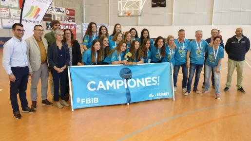 Imagen de la plantilla de La Salle Palma femenino, campeón de Balears cadete.