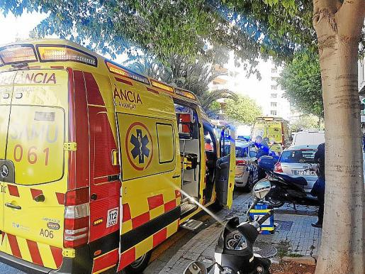 Varias ambulancias acudieron a la calle General Riera, 11.