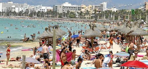 La actividad de servicios de alojamiento ocupa el primer lugar en facturación, con 438 millones de euros, según el estudio encargado por Palma Beach.