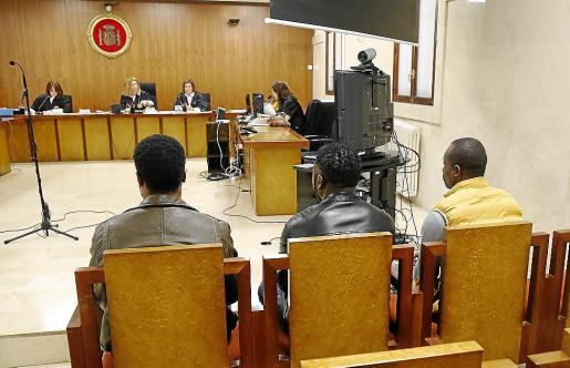 Los tres acusados, este lunes, en la Audiencia Provincial de Palma.