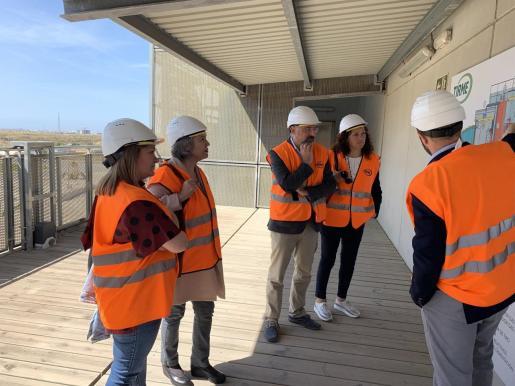 Catalina Cladera, candidata del PSIB-PSOE, ha visitado las plantas de tratamiento de residuos de Mallorca.