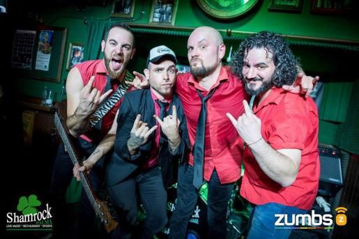 Los integrantes de la banda musical inoT en un concierto en el Shamrock.