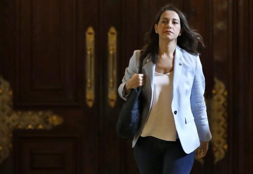 La líder de Ciudadanos en Cataluña, Inés Arrimadas, a su llegada al Parlament para participar en su último pleno.