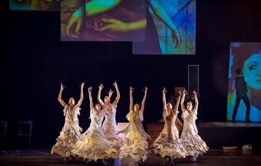 Un instante durante una actuación de la compañía Ibérica de Danza.