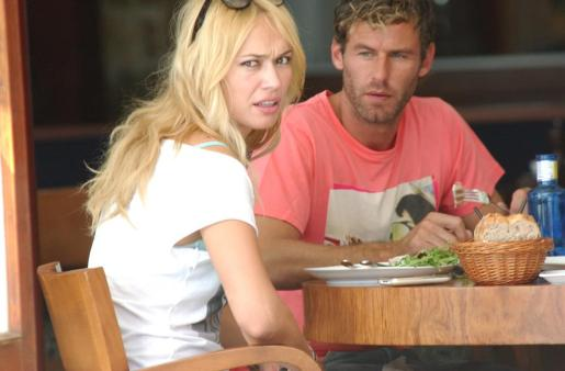 Patricia Conde y su pareja, Carlos Seguí, en una imagen de archivo tomada en Mallorca.