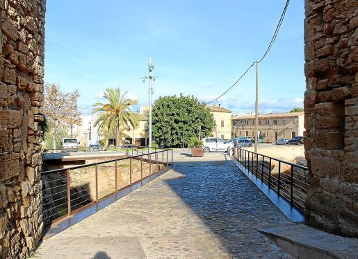 Se aprobará una nueva normativa municipal que creará la figura de 'illa de vianants' reservando todo el espacio del interior de las murallas para peatones.
