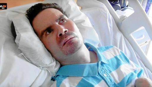 Vicent Lambert, en su cama del hospital francés donde permanece ingresado desde hace más de una década.