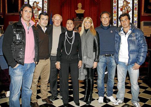 Javi Mora, Borja Mora, Martín Mora, Maruja García Nicolau, Raquel Iscar, Carli Mora y Martín Mora.