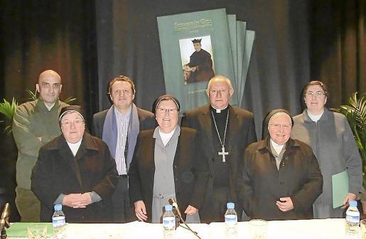 Llorenç Vich, Catalina Cunill, Pere Fullana, Mª de Gracia Thomàs, monseñor Vicente Juan, Margarita Truyols y Soledad Antolín.