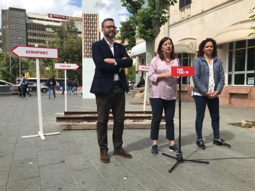 Los candidatos del PSIB-PSOE al Ajuntament de Palma, al Govern y al Consell de Mallorca, José Hila, Francina Armengol y Catalina Cladera, respectivamente.