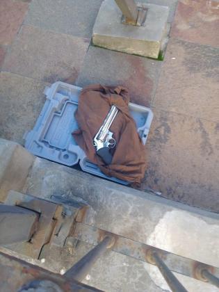 Fotografía cedida por el Ministerio de Justicia y Seguridad de la Ciudad de Buenos Aires que muestra el arma con la que un hombre trató de ingresar a la Casa Rosada.