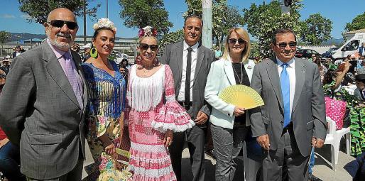 Diego González, Antonia Far, Elvira Martín, Antonio Alcobendas, Antonia Sánchez y José Martínez, presidente de la Federación de Casas Regionales.