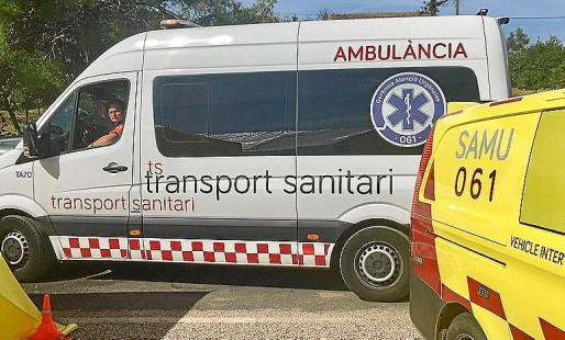 Las ambulancias amarillas son públicas y las blancas, concertadas.