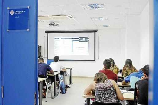 Imagen de archivo de una aula de la UIB.
