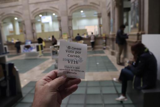 Las oficinas de Correos tramitan las solicitudes y el voto por correo.