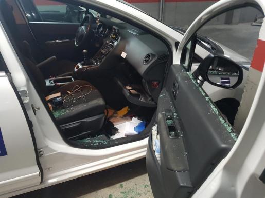 Los ladrones fracturan las ventanillas de los vehículos para efectuar los robos.
