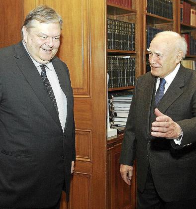 El presidente griego, Papoulias, se reunió con el ministro de Economía, Venizelos.