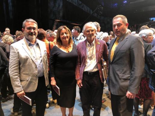 El profesor de la UIB Nicolau Dols; la consellera de Cultura Fanny Tur; Biel Majoral y Josep de Luis, presidente de la OCB.