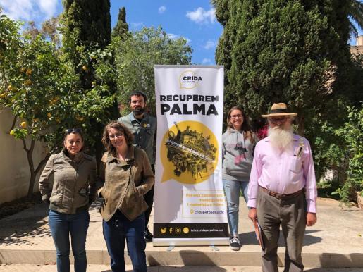 Los candidatos de Crida per Palma, Manel Domenech y Laura Dorado, junto con los representantes de la CUP.
