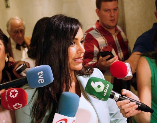 La candidata de Ciudadanos a la Alcaldía de Madrid, Begoña Villacís, hace declaraciones a los medios durante el almuerzo-coloquio organizado por el Club Siglo XXI que ha protagonizado este jueves en Madrid.