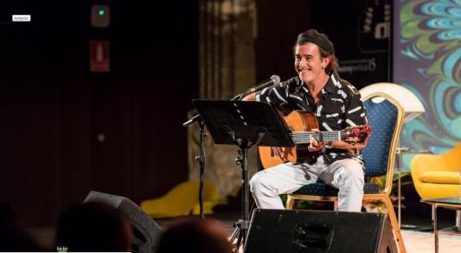 Juan Carlos Aragón durante una actuación      17/05/2019 Juan Carlos Aragón, autor de carnaval