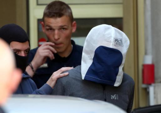 Josu Ternera custodiado por la policía francesa.