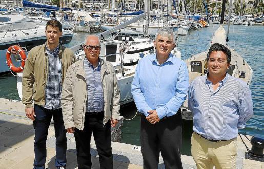 Xesc Povedano, Miguel Suñer, Biel Dols y Jaume Darder, en las instalaciones del Real Club Náutico de Palma.