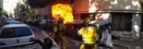 El pirómano ataca de nuevo y quema un contenedor a plena luz del día