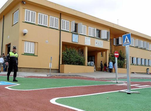 El CEIP Voramar de Can Picafort se ha quedado obsoleto con el sucesivo aumento de la población en el núcleo costero del municipio. Actualmente algunas clases se dan en aulas prefabricadas para solventar la falta de espacio.
