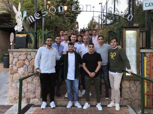 La plantilla del Palma Futsal celebró el domingo en el Mesón Can Pedro de Palma su clasificación para las semifinales de los playoffs por el título.