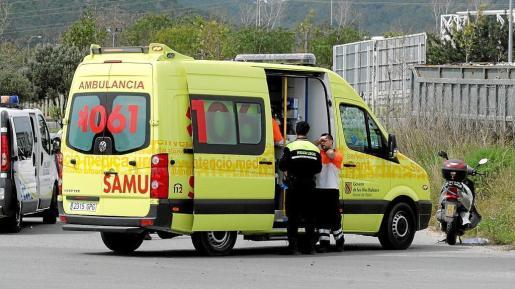 Una ambulancia del 061 en Ibiza.