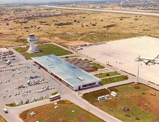 Vista aérea del aeropuerto de Menorca en 1969, el año de su inauguración, que fue el 24 de marzo.