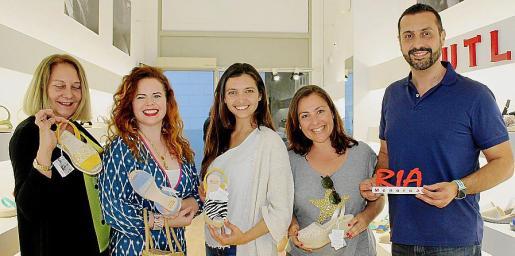 Águeda Ropero, Mercedes Fuentes, Mar Puigserver, Virginia Galiano y Pedro Marín, con los modelos RIA del verano 2019.