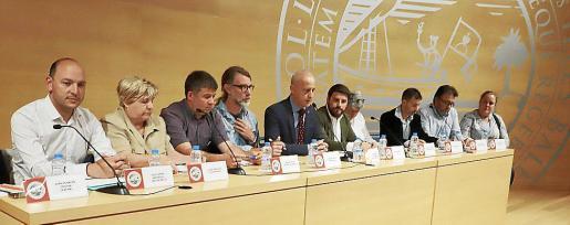 Representantes de Actúa, Ciudadanos, Més, PSIB, el moderador, PP, Unidas Podemos, PI, Movimient 4 Illes y PLIE, en el debate.