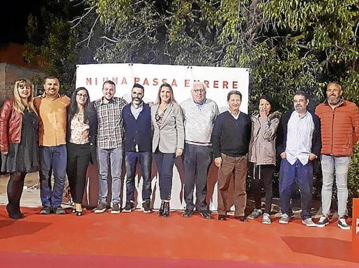 El candidato del PSIB-PSOE a la alcaldía de Santa Maria en las elecciones municipales, Andrés Fernández, fue presentado en sociedad en la Plaça Nova.