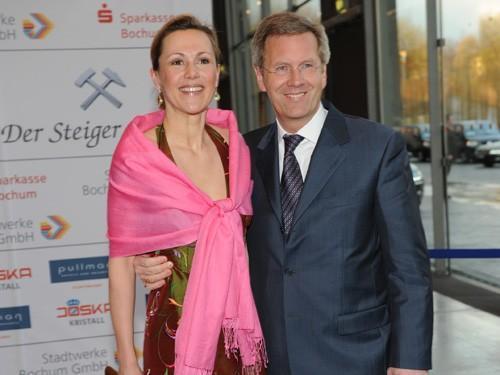 Christian Wulff, hasta ahora presidente de Alemania y su mujer Bettina, de vacaciones en Mallorca.
