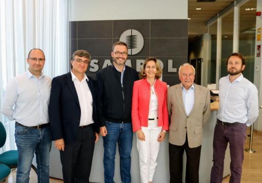 El candidato del PSIB-PSOE al Ajuntament de Palma, José Hila, con dirigentes de la empresa Sampol.