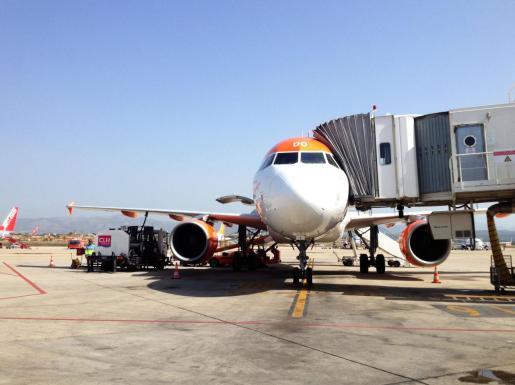 Imagen de un avión en el aeropuerto de Palma.