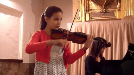 La joven violinista Clara Bausá.